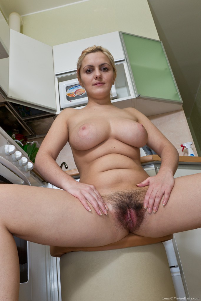 image Sofia matthews plaputs a dildo in her pussy